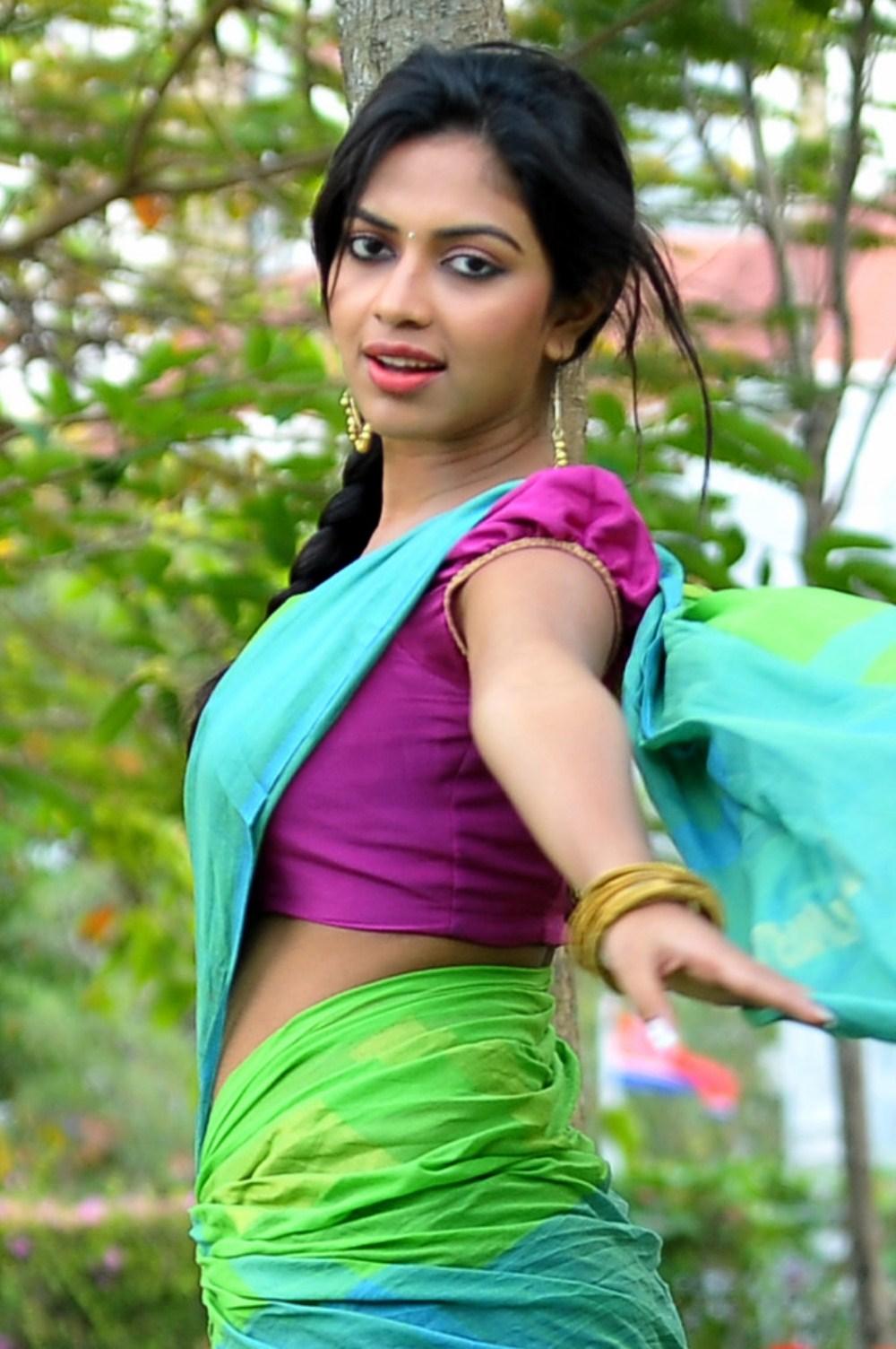 amala paul iddarammayilatho half saree photoshoot