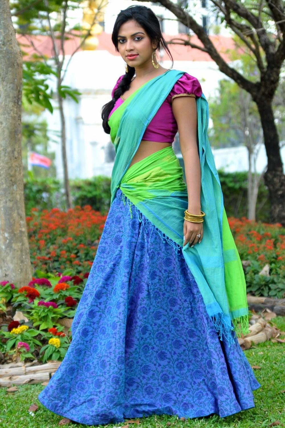 Amala Paul Iddarammayilatho Half Saree Photoshoot | 25CineFrames