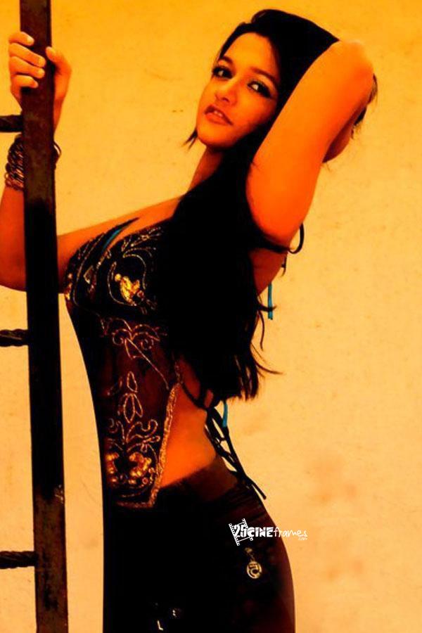 Satya 2 Telugu Movie Actress Anaika Soti Showing Cleavage ...
