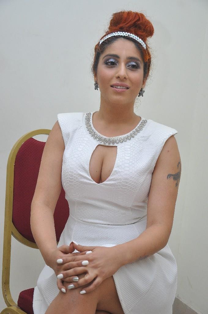 Neha Bhasin Hot Stills At 1 Nenokkadine Movie Audio Launch