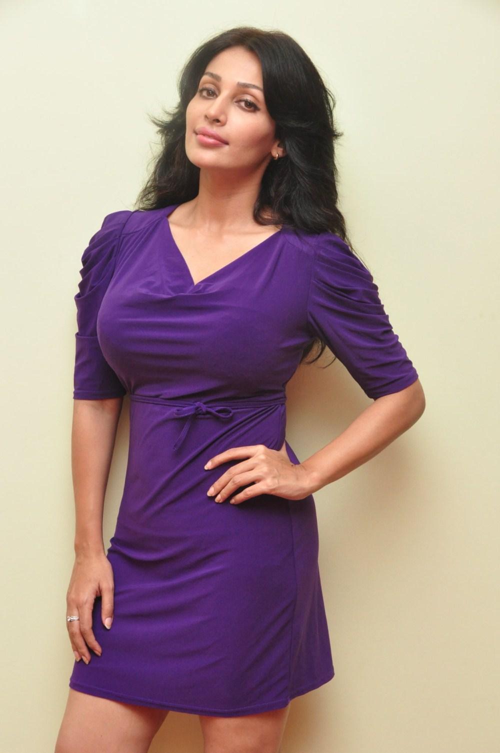 Flora Asha Saini Latest Stills 25cineframes