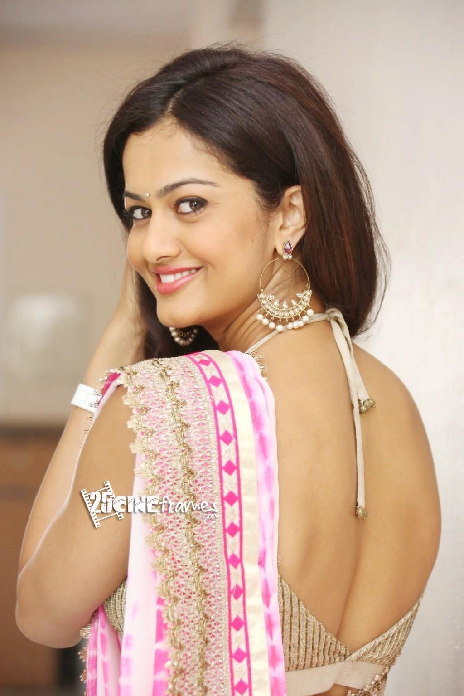 Shubra Aiyappa Hot Saree Photo Stills : 25CineFrames