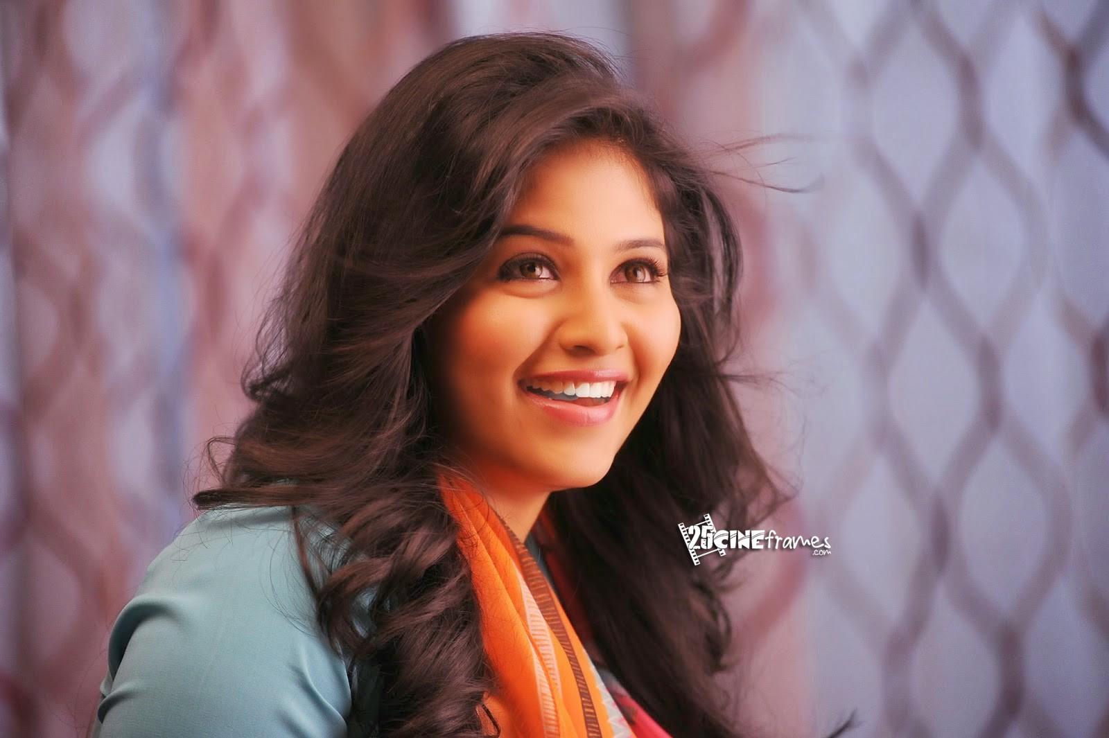 Actor Anjali Photos: Anjali Latest Ultra HD Photos Stills From Geethanjali