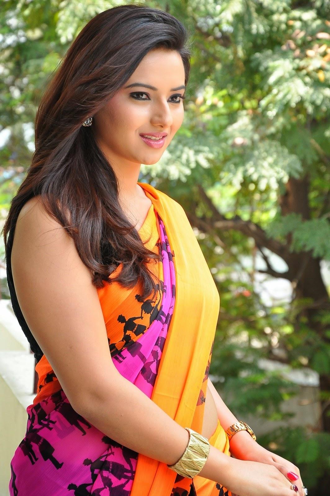 Isha chawla latest hot navel saree photos stills for Latest hottest pics