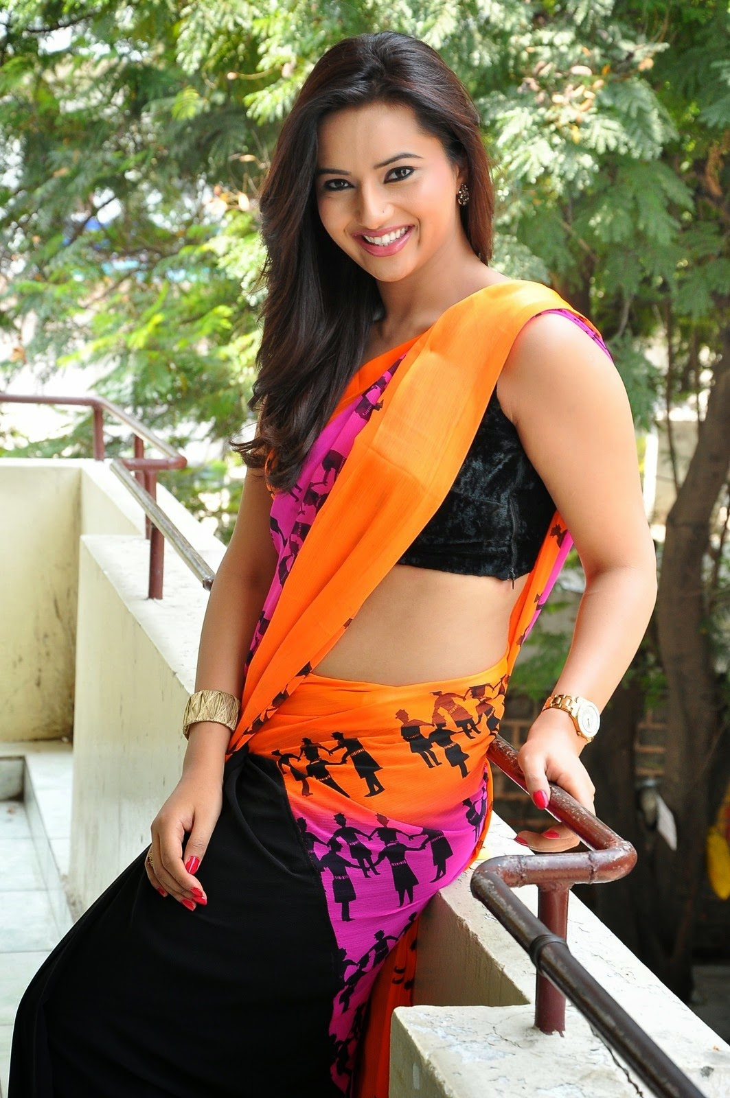 Isha Chawla Latest Hot Navel Saree Photos Stills | 25CineFrames