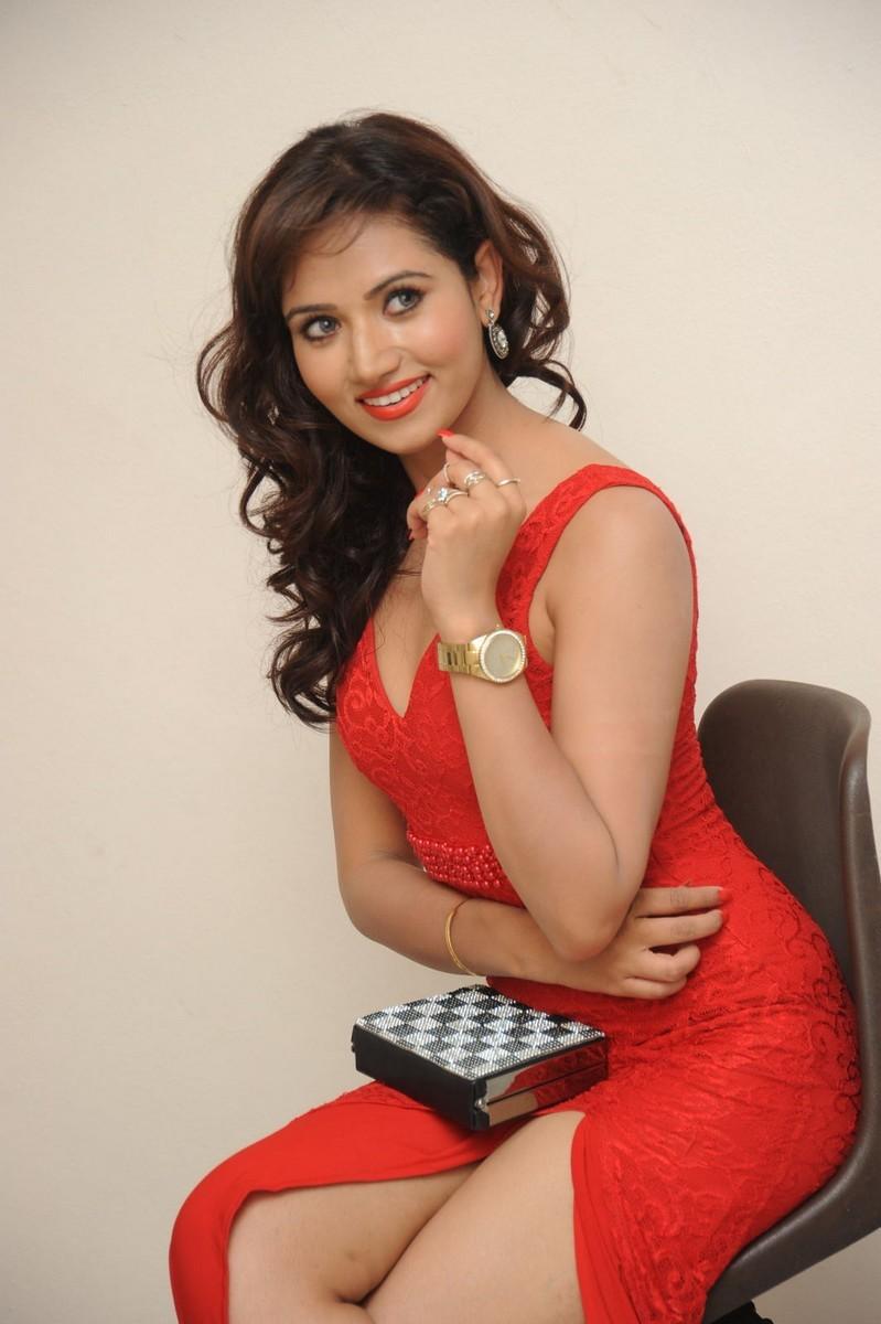 Preeti Rana Hot Photo Stills Richa Panai Saree