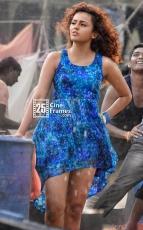 Seerath Kapoor HD Photos Stills from Run Raja Run