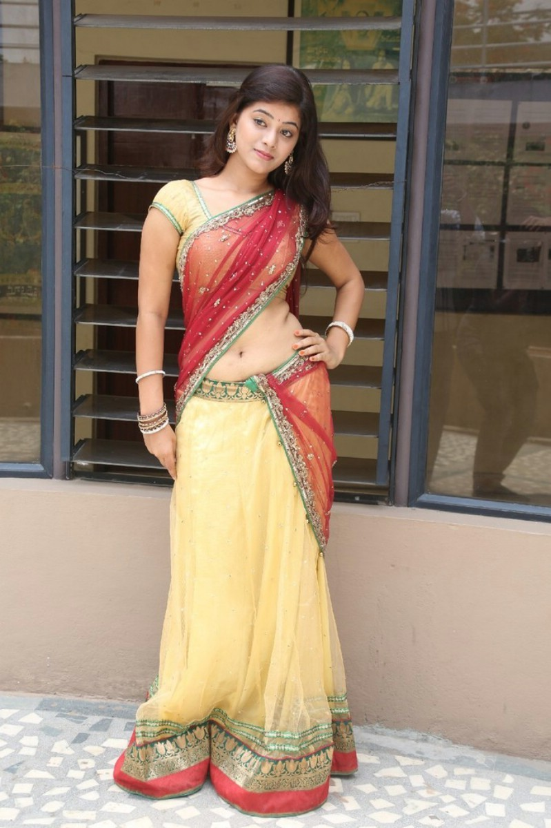 pics of hot girls in saree  178283