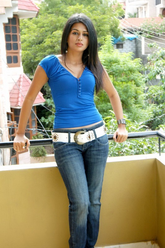 Shraddha Das Hot Spicy Pics in Blue Top and Jeans | 25CineFrames