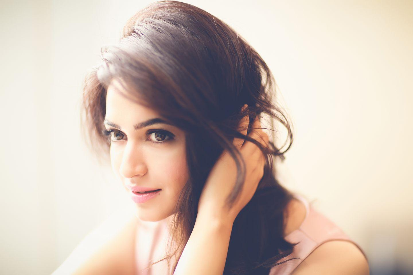 Cute Kriti Kharbanda HD wallpaper for download