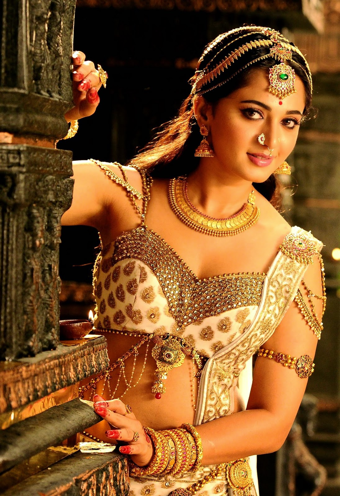 Actress Anushka Shetty Latest Hd Photos Stills Images