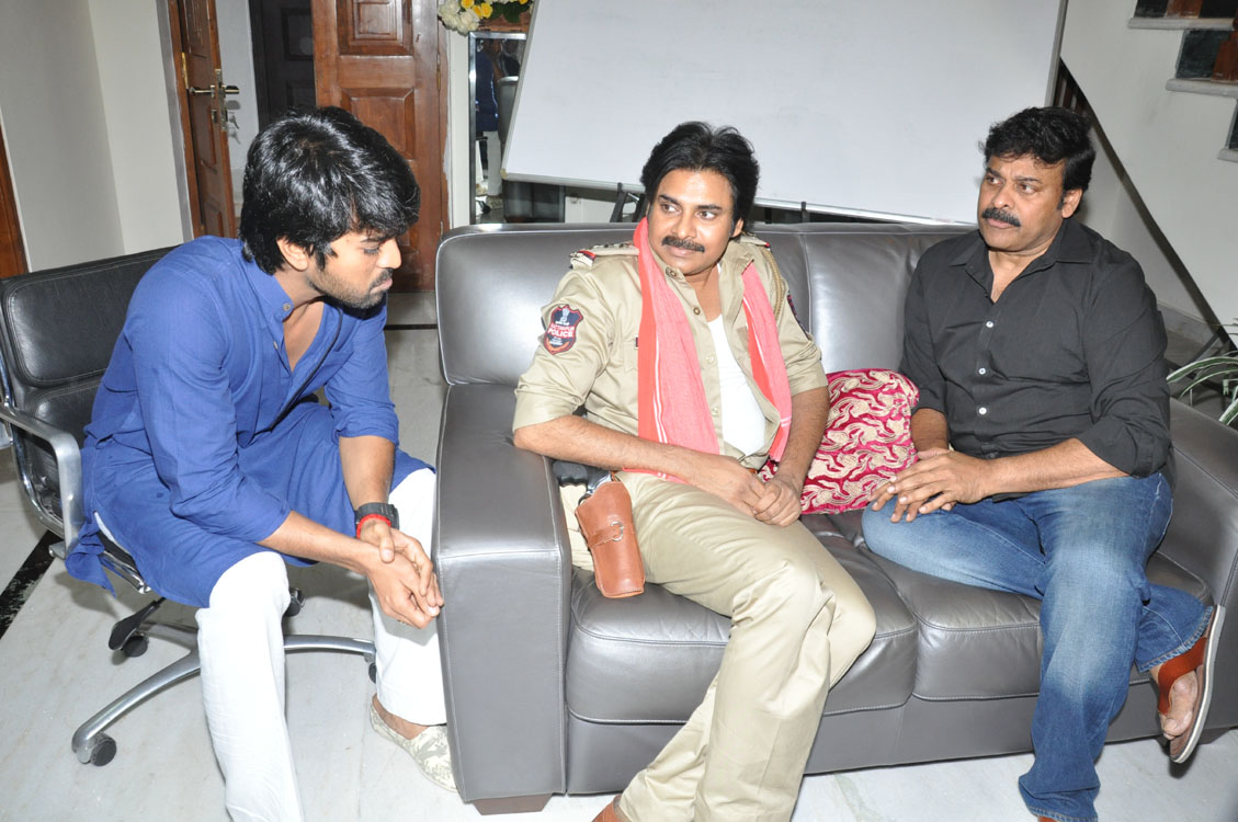 Power Star Pawan Kalyan Meets Mega Star Chiranjeevi And