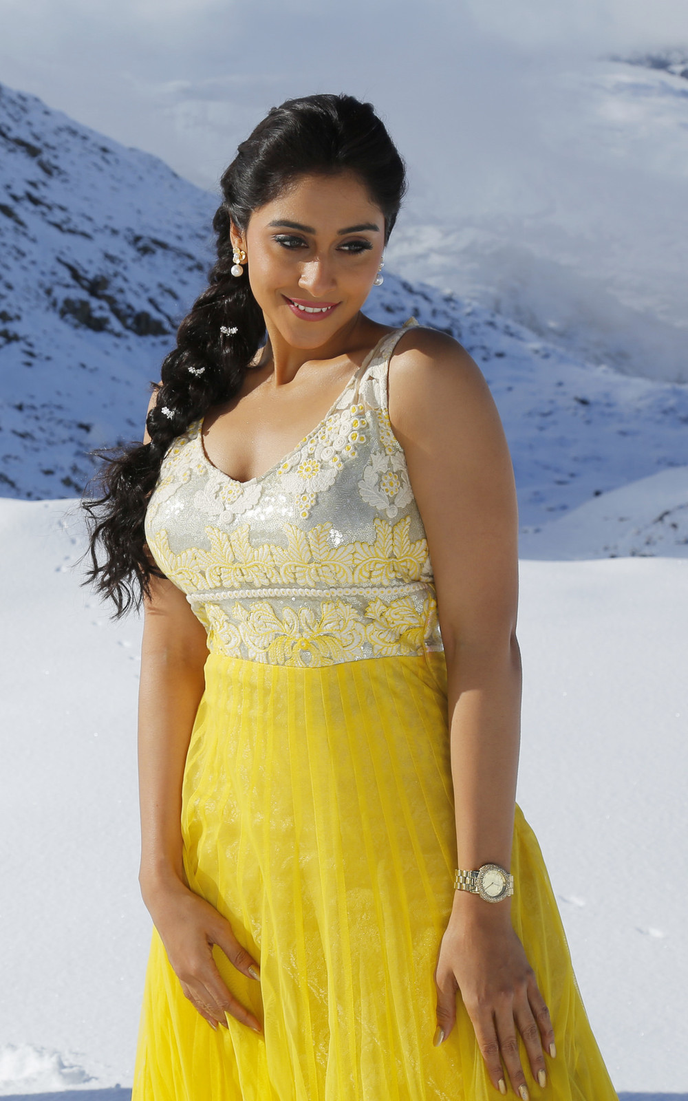 Regina Cassandra Latest Hd Photos From Soukyam Telugu Movie New Images, Gallery -2013