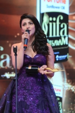 Shruti Haasan ULTRA HD Photos at IIFA Utsavam Awards 2016  Shruti Haasan Violet Gown Images, Pics, Stills, Gallery