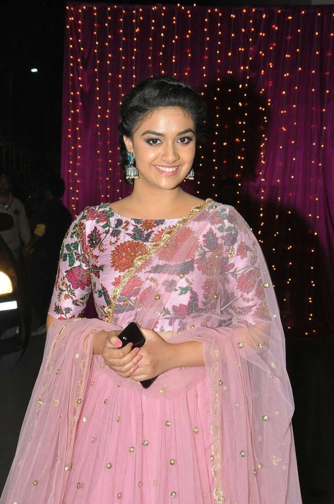 actress keerthy suresh hd photos at zee apsara awards 2017 images