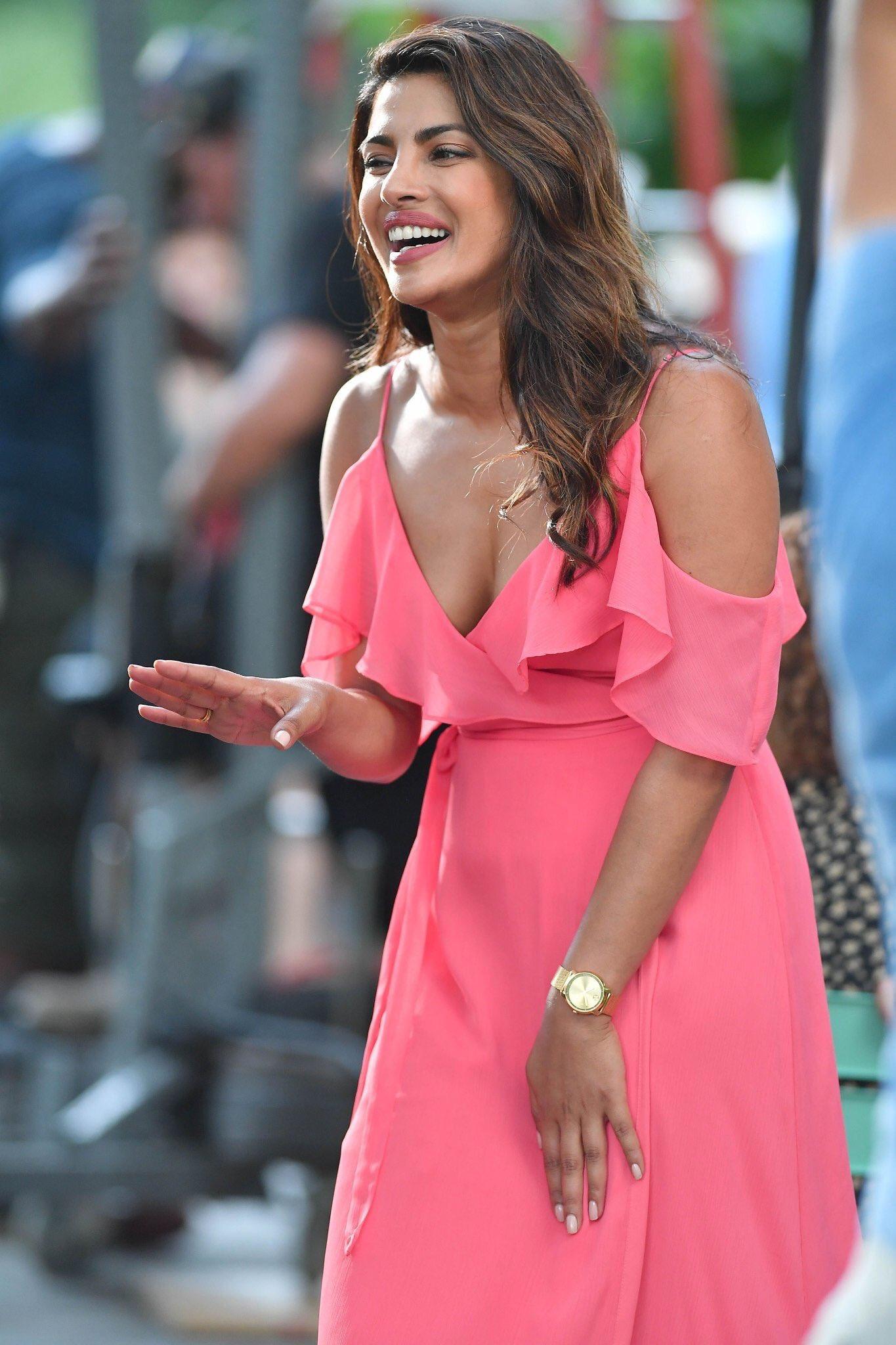 Priyanka Chopra Pink Dress Ultra Hd Latest Photos Leaked 2017 Pc