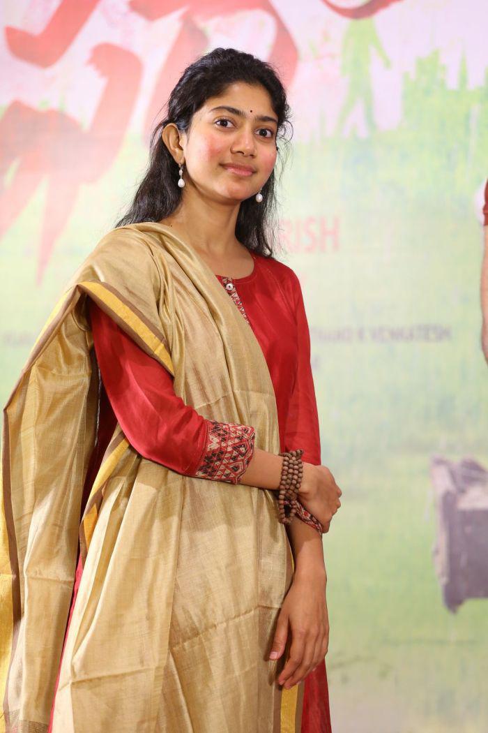 Sai Pallavi Latest Hd Photos At Fidaa Movie 50 Days Sambaralu