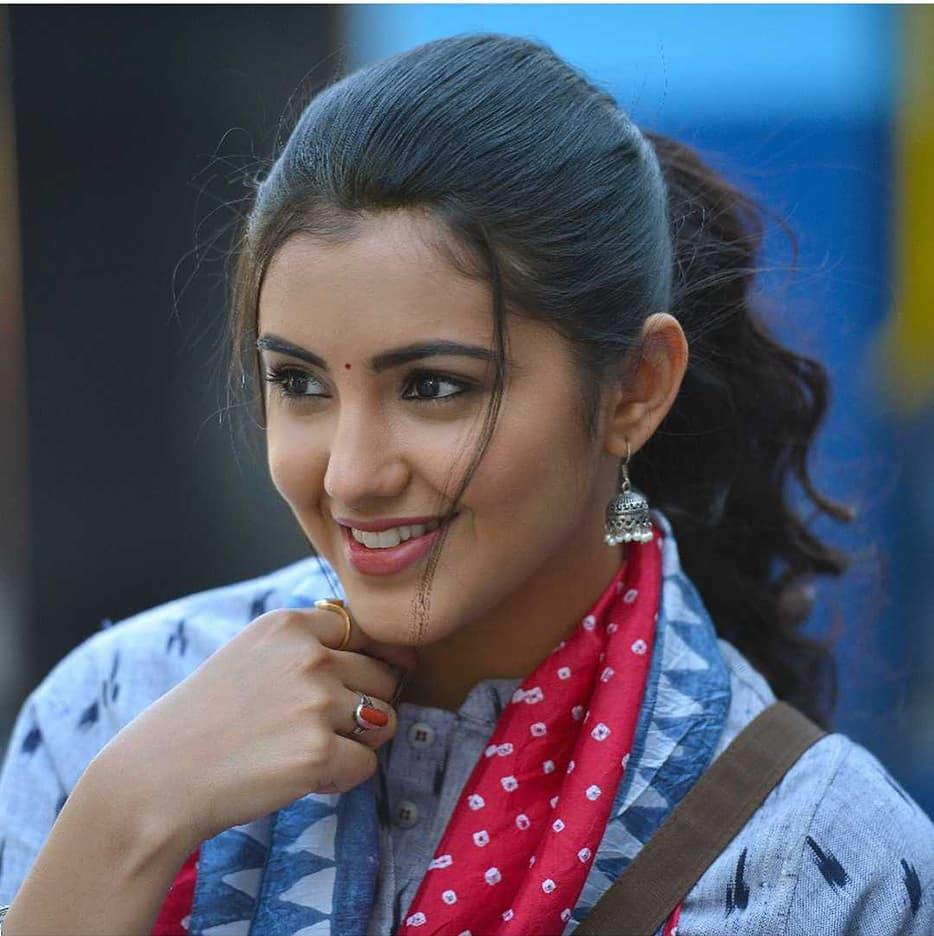 Malvika Sharma New Latest HD Photos | NELA Ticket Movie