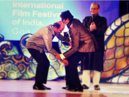 Rajinikanth Touches Amitabh Bachchan's Feet, Gets Emotional