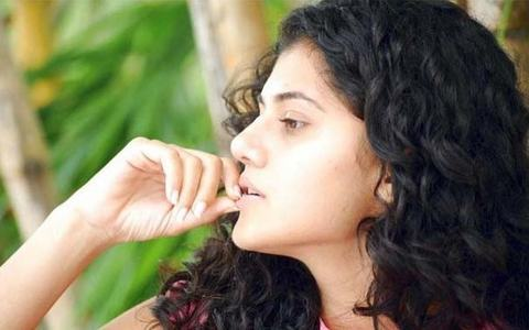 Feeling Sad For Becoming Actress says Taapsee Pannu