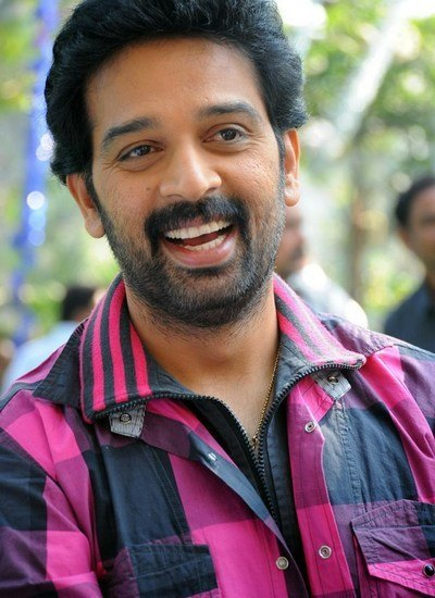 J D Chakravarthy to romance a Industry Leading top Actress