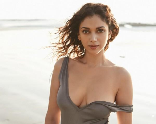 Tv Actress Shraddha Arya Hottest Bikini Body Exposed: Aditi Rao Hydari Hot Bikini Photo Shoot Bikini Poses For