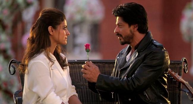 Watch Shah Rukh and Kajol re-enact few iconic scenes of DDLJ