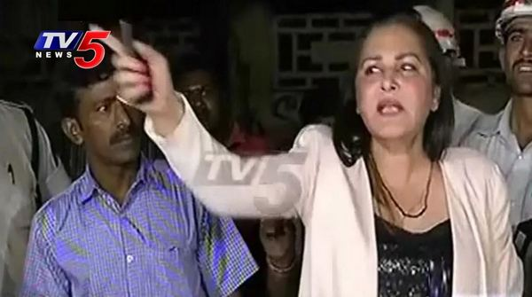Drunk and Drive Actress Jayaprada Fight With Traffic Police and Media in Jubilee Hills