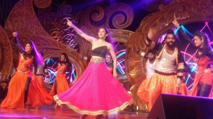 rakul-preets-shocking-remuneration-to-dance-in-galis-daughter-wedding